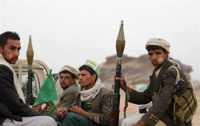 Houthi militias abduct dozens of Ibb's people in Sana'a